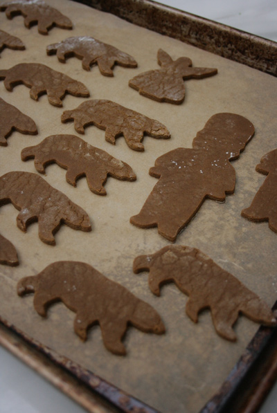 Gingerbread_decorating_1