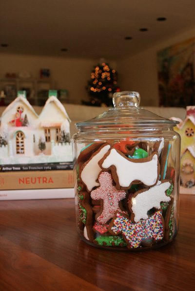 Gingerbread_decorating_4
