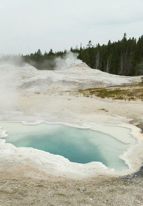 Yellowstone_geothermal_10