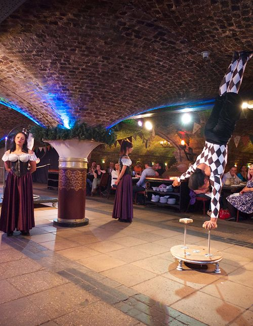 Medieval_banquet_5