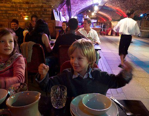 Medieval_banquet_3